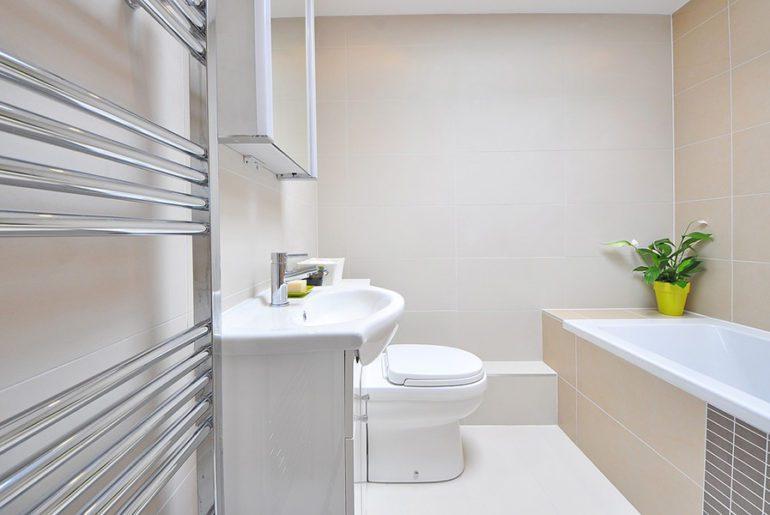 Un plombier pour une salle de bain !