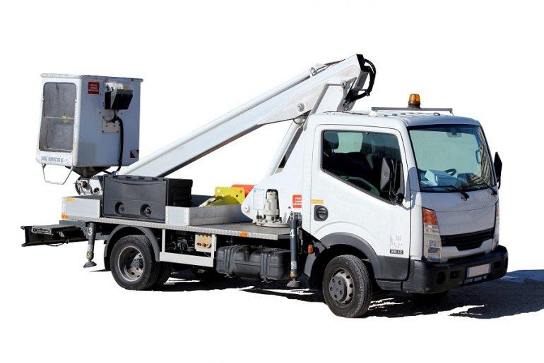 Quel type de nacelle choisir : Camion Nacelle ou Nacelle Tractable