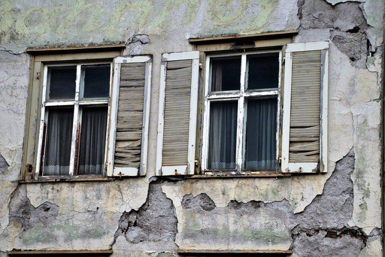 Comment mesurer une fissure sur une maison ?