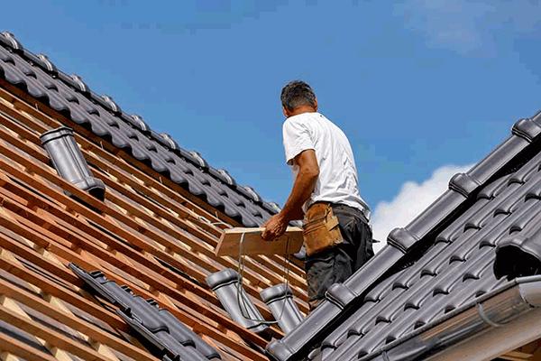 Travaux sur le toit : quelques méthodes efficaces pour trouver un bon couvreur
